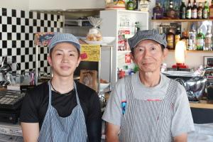 KAMACHI オーナー(右)とスタッフ